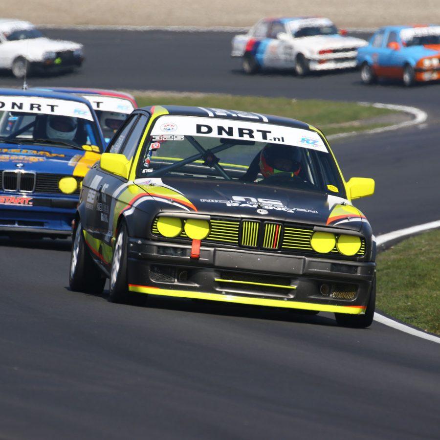 cars racing circuit