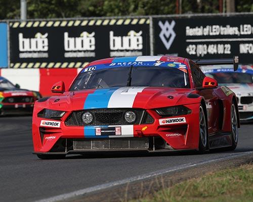 red car circuit race